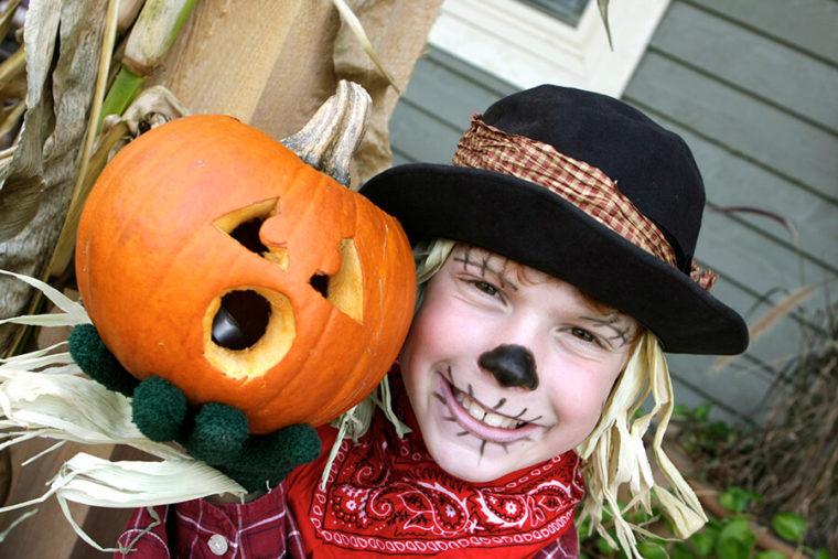 Oct22_TF_Scarecrow+Pumpkin